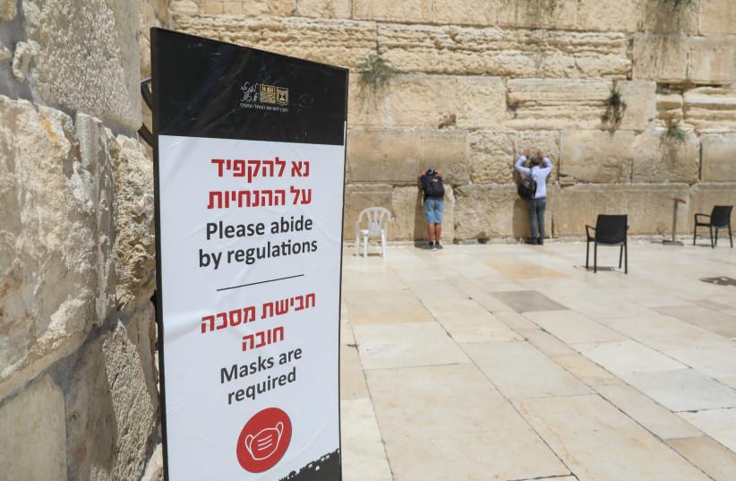 Coronavirus regulations are kept at the Western Wall, Jerusalem, 2021 (credit: MARC ISRAEL SELLEM)