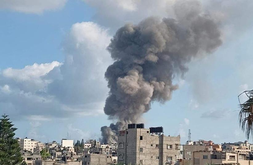 Explosion sur un marché de la ville de Gaza, le 22 juillet 2021 (crédit photo : FARS NEWS AGENCY)