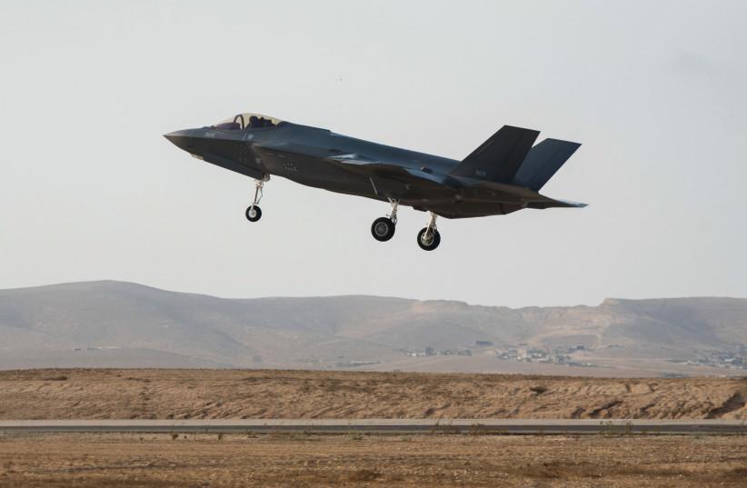 Un F-35 de l'armée de l'air israélienne décolle pour une mission d'entraînement dans le sud d'Israël.  (crédit photo : IDF)