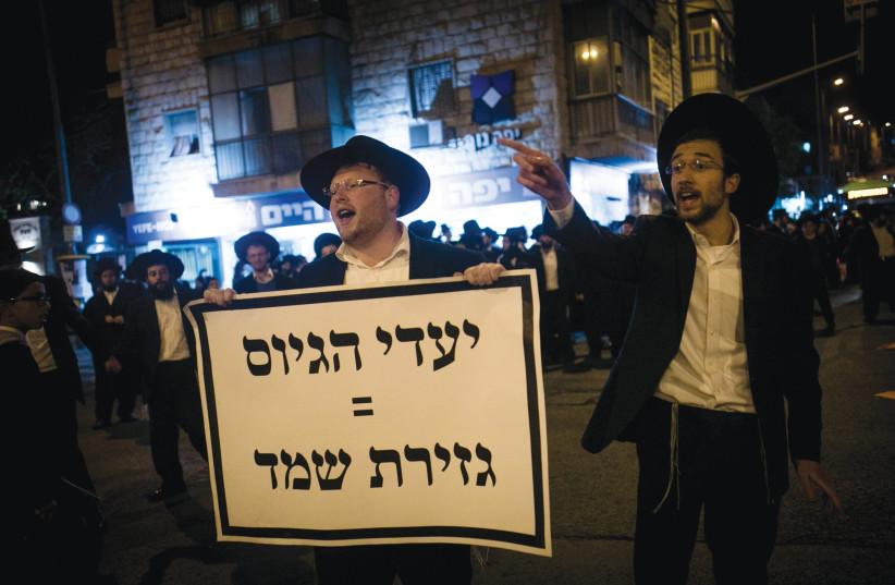 HAREDI PROTESTERS decry  the draft in Jerusalem.   (credit: YONATAN SINDEL/FLASH 90)
