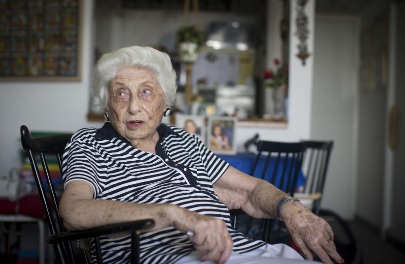 Portrait of former MK Tamar Eshel, at her home in Jerusalem on August 30, 2016.  (photo credit: YONATAN SINDEL/FLASH90)