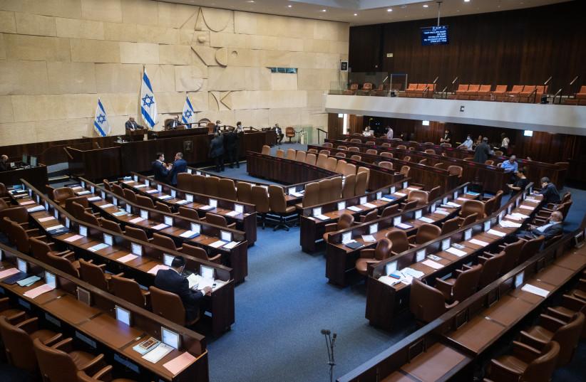 LE PROFESSEUR échange son lutrin contre un siège à la Knesset. (Crédit photo : YONATAN SINDEL/FLASH90)