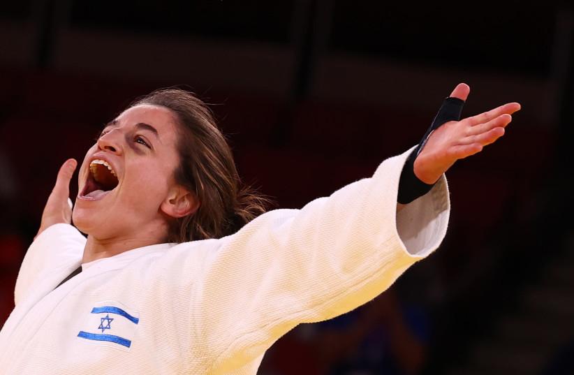 Timna Nelson Levy célébrant la médaille de bronze après avoir remporté 4:2 contre le ROC (crédit photo: REUTERS/SERGIO PEREZ)