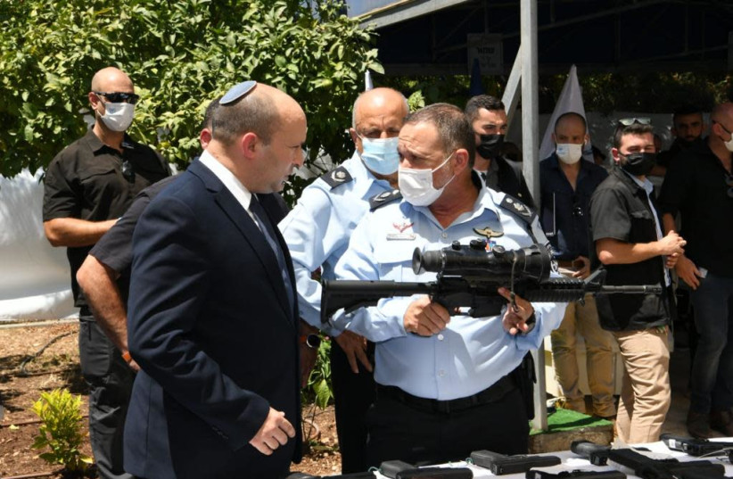 PM Naftali Bennett and Israel Police Commissioner Kobi Shabtai at announcement of plan to combat violence in Arab society (credit: AMOS BEN-GERSHOM/GPO)