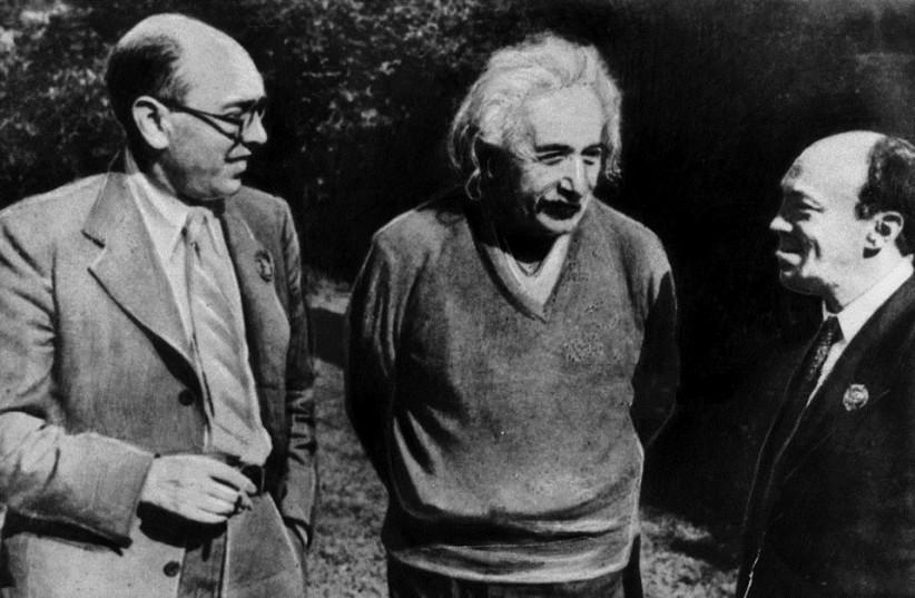 Itzik Feffer, Albert Einstein and Solomon Mikhoels (1943) (photo credit: WIKIPEDIA)