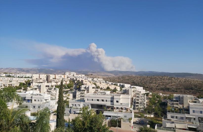 Een zicht op de rook van de Beit Meir-brand van Modi'in (Bron afbeelding: Yona Jeremy Pope)