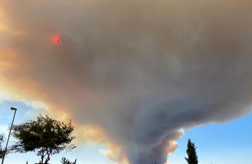 Gezicht op het vuur van Beit Meir vanaf Gilo (Bron: SETH J. FRANTZMAN)