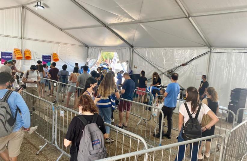 Rabin Square COVID-19 testing site, Tel Aviv, Israel, August 16, 2021. (photo credit: AVSHALOM SASSONI/MAARIV)