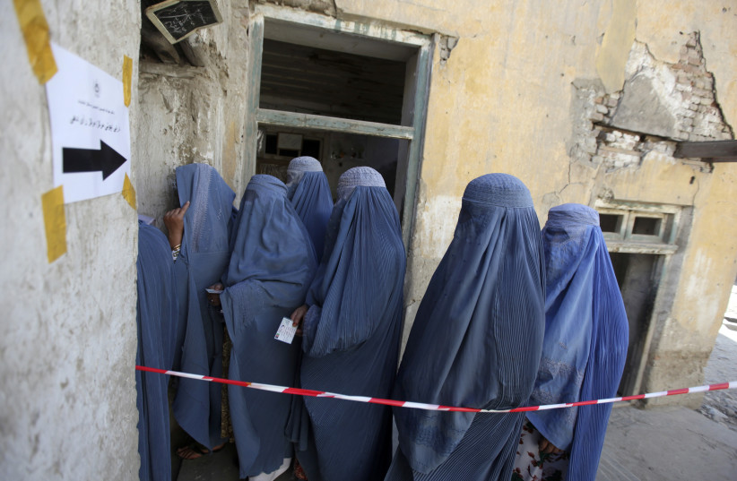 Women queue as they wait to cast their vote at a polling station in Kabul August 20, 2009. (photo credit: REUTERS/AHMAD MASOOD)