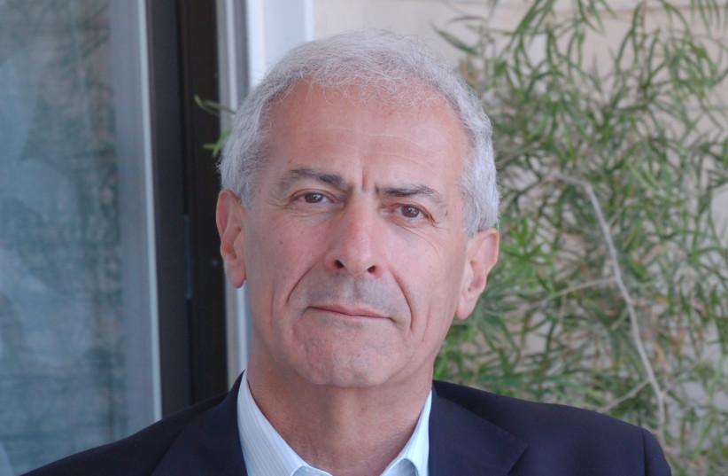 Le professeur Sergio Della Pergola de l'Université hébraïque de Jérusalem. (crédit : Wikimedia Commons)