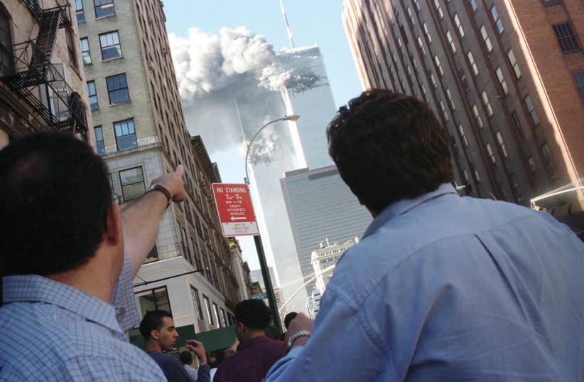 PEDESTRIANS REACT,  September 11, 2001 (credit: STRINGER/ REUTERS)