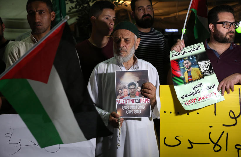 Palestinians demonstrate in support to the escape of the six Palestinian prisoners from Gilboa Prison, in the city of Hebron on September 08, 2021. (credit: WISSAM HASHLAMON/FLASH90)