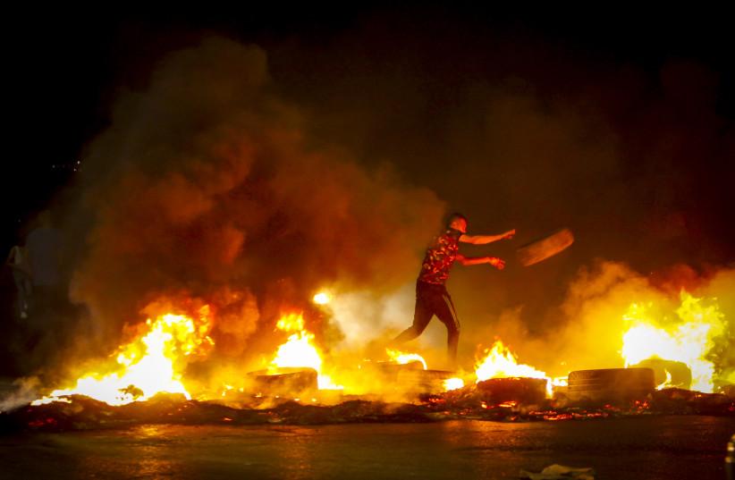 Hundreds riot in West Bank, Jerusalem in support of escaped prisoners