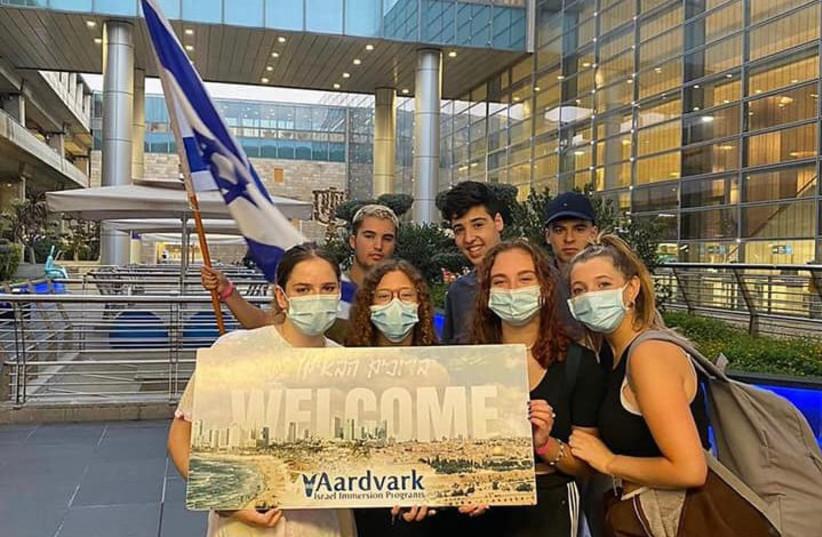 Masa participants arrive at Ben Gurion (credit: Masa)