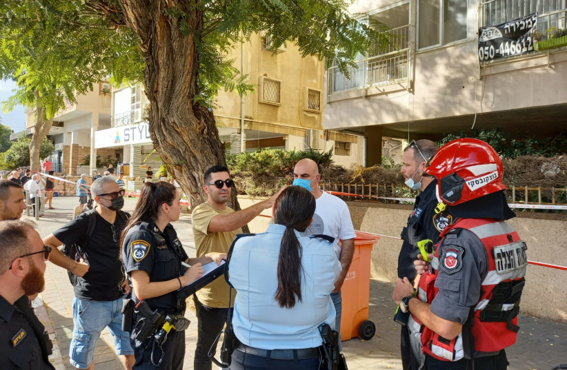 Fire and Rescue and Police gather outside a Holon building that was evacuated due to concerns it could collapse. September 11, 2021. (photo credit: FIRE AND RESCUE SERVICE)