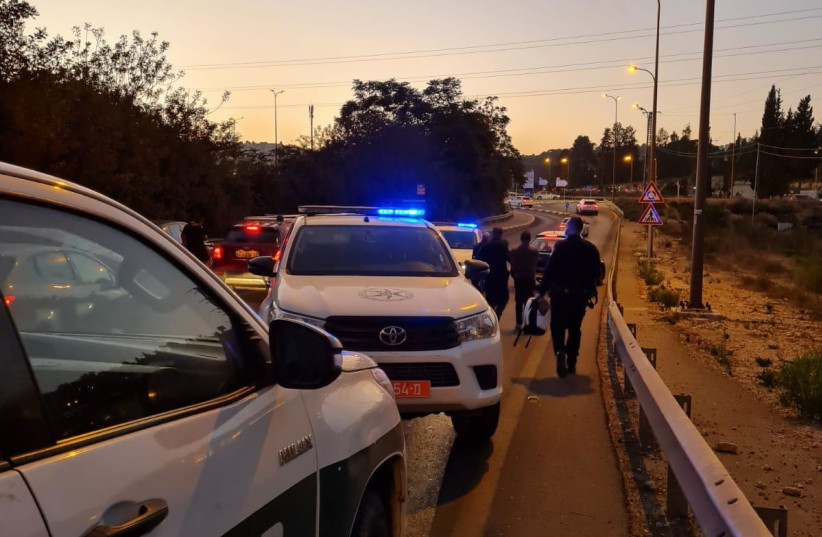 Police cars at the scene of the arrests on Highway One. (credit: POLICE SPOKESPERSON'S UNIT)