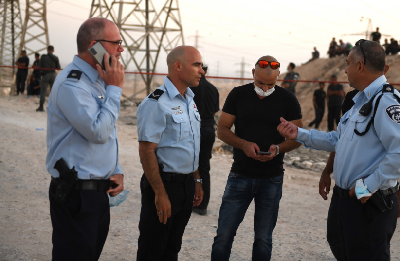 The scene of the shooting of a 30-year-old man in the Negev on September 21 2021. (credit: POLICE SPOKESPERSON'S UNIT)
