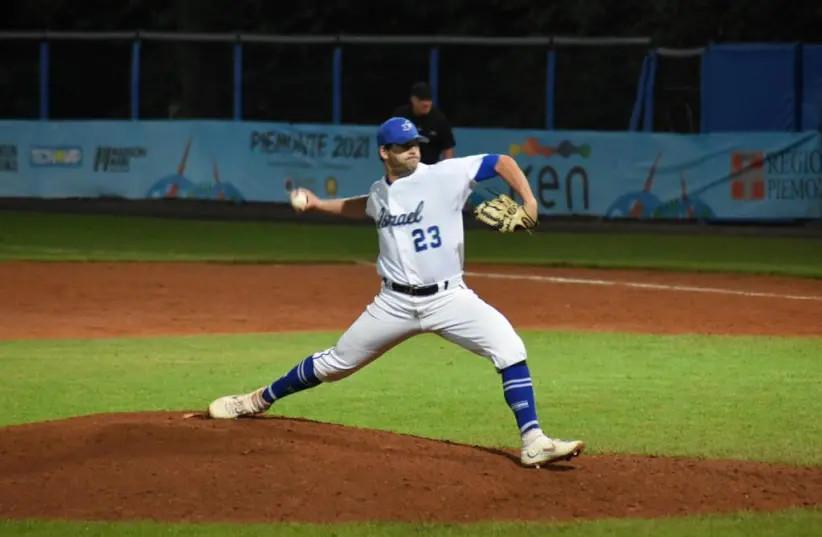 Il primo giocatore di base/lealista Benny Wanger (23) ha registrato due vittorie e ha raggiunto .364.  Wanger è stato nominato miglior lanciatore del torneo (credit: Baseball Association/Israel Court)