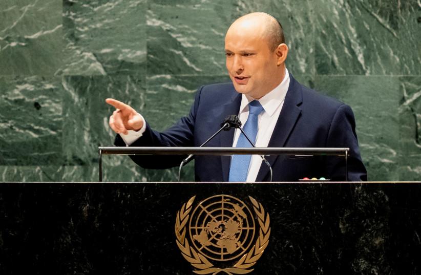 Le Premier ministre israélien Naftali Bennett s'adresse à la 76e session de l'Assemblée générale des Nations Unies, au siège de l'ONU à New York, États-Unis, le 27 septembre 2021 (Crédit photo : JOHN MINCHILLO / POOL VIA REUTERS)