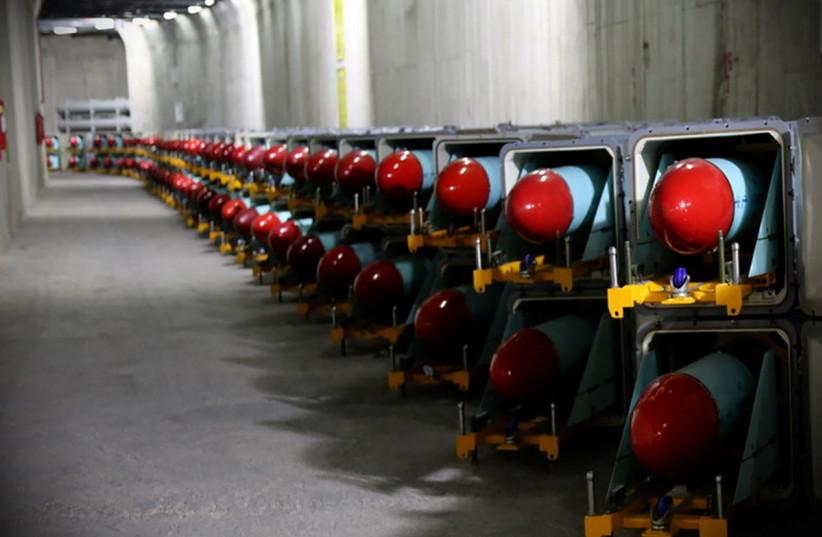 Des missiles iraniens sont vus dans un sous-sol de la nouvelle «cite de missiles» de l'unité navale des Gardiens de la révolution iraniens dans un endroit non divulgué en Iran, sur cette photo obtenue le 15 mars 2021. (Crédit photo: IRGC/WANA/HANDOUT VIA REUTERS)
