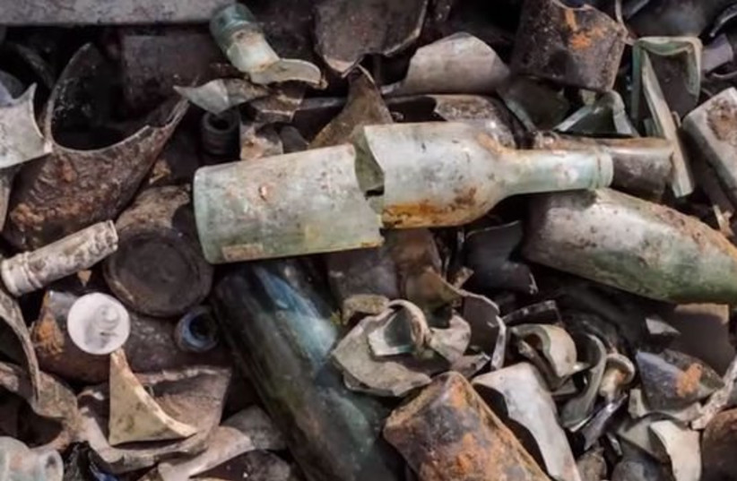 Hundreds of bottles of alcohol were found at the archealogical dig at the WWI British encampment near Ramle (credit: IAA)