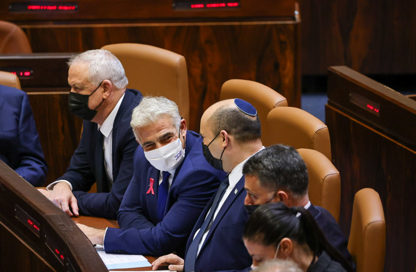 Prime Minister Naftali Bennett and Foreign Minister Yair Lapid speaking in the Knesset plenum on October 4, 2021. (credit: NOAM MOSKOVICH)