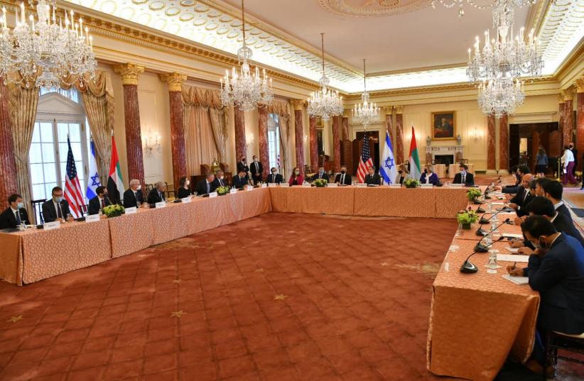 Delegados dos EUA, Emirados Árabes Unidos e Israel se reúnem em Washington em 13 de outubro de 2021 (crédito: SHLOMI AMSALEM / GPO)