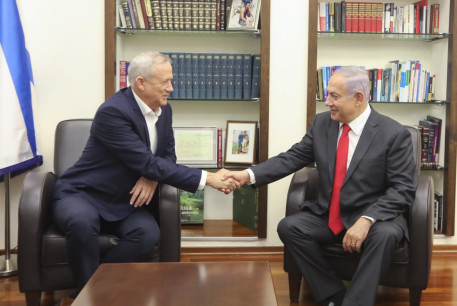 Blue and White leader Benny Gantz and Prime Minister Benjamin Netanyahu meet to discuss possible political frameworks, October 27 2019