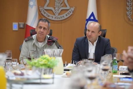 Defense Minister Naftali Bennett (Right) and IDF Chief of Staff Aviv Kochavi (Left)