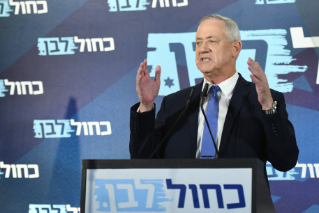 Blue and White leader Benny Gantz announces he failed to form a government and returns the mandate to President Reuven Rivlin hours before midnight deadline