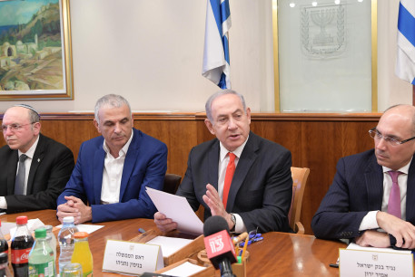 Prime Minister Benjamin Netanyahu discusses the impact of coronavirus with representatives from the Finance Ministry, March 5, 2020