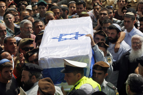 sraeli soldiers carry the flag-draped coffin of their comrade Eliraz Peretz during his funeral at Mount Herzl military cemetery in Jerusalem March 28, 2010