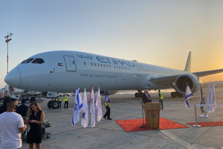 Etihad Airways' Boeing 787 ׳Greenliner׳ makes the first commercial flight to Israel, October 19, 2020