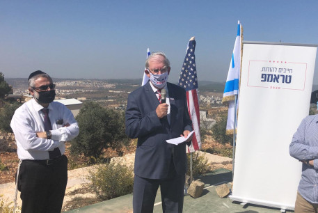 Marc Zell,chairman of Republicans Overseas Israel, gives a speech at the Gush Etzion settlement of Sde Boaz, October 22, 2020