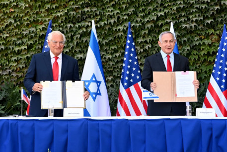 US Ambassador to Israel David Friedman and Prime Minister Benjamin Netanyahu at a ceremony signing new versions of three agreements on research cooperation, Ariel University, October 28, 2020