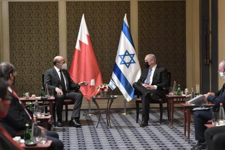Bahrain's Foreign Minister Abdullatif Al-Zayani meets with Israeli Prime Minister Benjamin Netanyahu, November 18, 2020