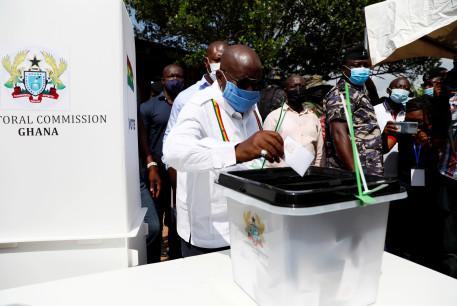 GHANA'S PRESIDENT Nana Akufo-Addo casts his ballot in Kyebi on December 7, 2020.