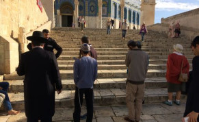 Jewish worshippers pray in full view of police on Temple Mount