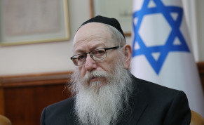 UTJ leader Ya'aov Litzman attends the weekly cabinet meeting, January 2020.