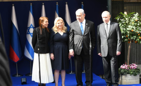 Yaffa Issachar meets with Russian President Vladimir Putin together with Benjamin and Sara Netanyahu on January 23, 2020.