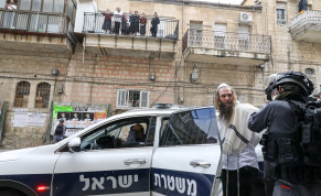 Border Police go about coronavirus inspections in Mea Shearim, a haredi neighborhood in Jerusalem.