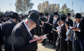 Ultra-Orthodox Jewish men arrive to pray on the banks of the Yarkon River in Tel Aviv during the ritual of Tashlich on October 07, 2019.