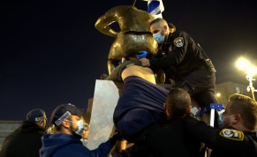 Police remove six-ton statue installed near the Prime Minister's Official Residence in Jerusalem by artist and activist Itay Zalait, December 5, 2020.
