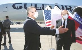 FOREIGN MINISTER Gabi Ashkenazi greets his Bahraini counterpart at Ben-Gurion Airport in November.