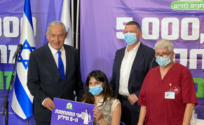 Janet Lavie-Azoulay, the five millionth Israeli to receive the coronavirus vaccine, meets with Prime Minister Benjamin Netanyhau and Health Minister Yuli Edelstein, March 8, 2020