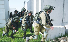 SOLDIERS TRAIN on the Golan Heights on Wednesday.