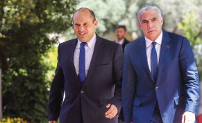 YESH ATID leader Yair Lapid and Yamina leader Naftali Bennett arrive at the President's Residence this week.