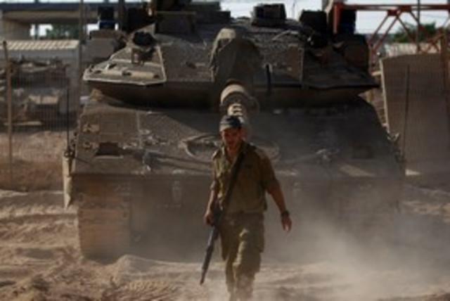 Soldier Tank Gaza 311 (photo credit: REUTERS)