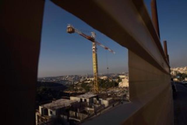 Gilo Construction 311 (photo credit: REUTERS/Baz Ratner)