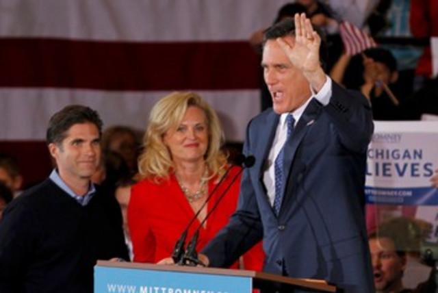 Mitt Romney waves 390 (photo credit: REUTERS/Mark Blinch)
